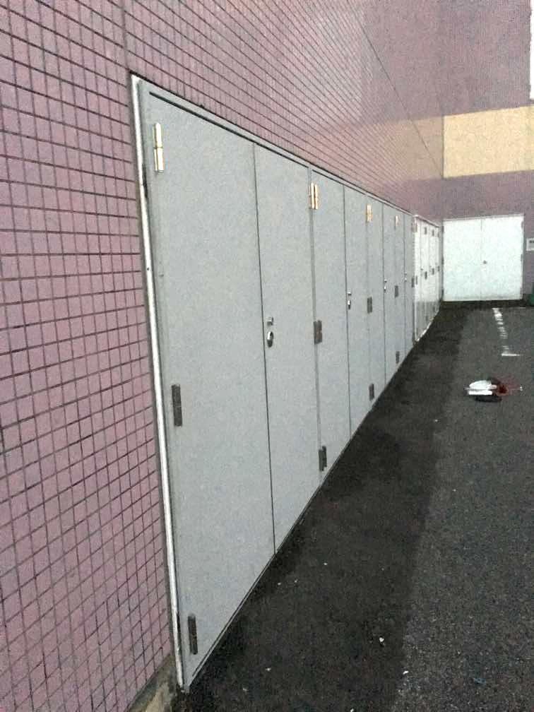 スチールドア(避難扉)カバー工法|東京都某大型ショッピングセンター