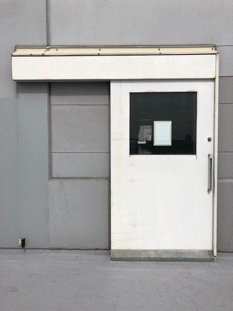 スチール重量引戸 上回り部品交換|東京都某大型配送基地