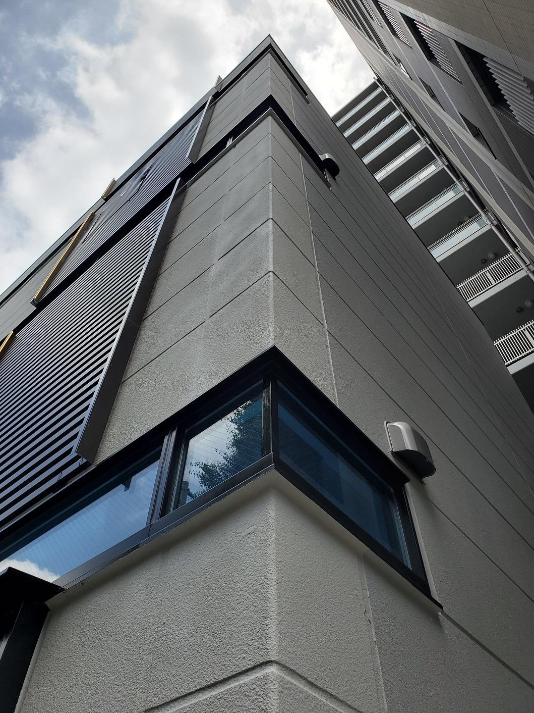 スチール製大型引戸&スチール製連装FIX・排煙窓|東京都渋谷区内某ビル