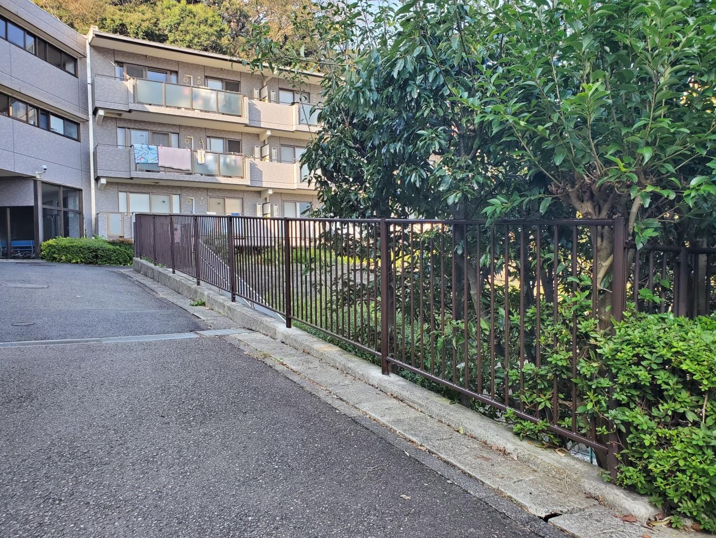 スチール製 傾斜フェンス|神奈川県某企業様 社宅