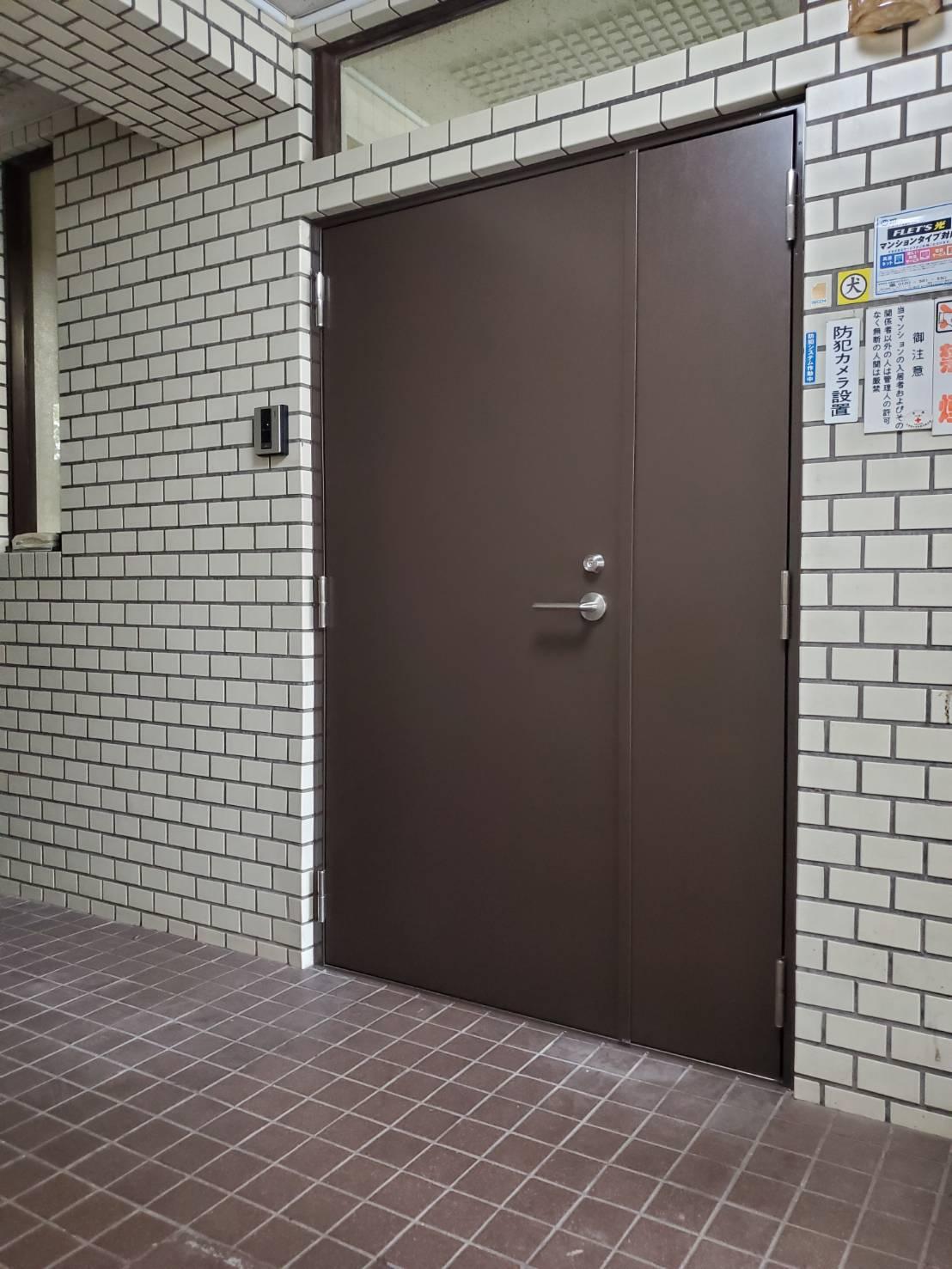マンションドア カバー工法|東京都某マンション入口