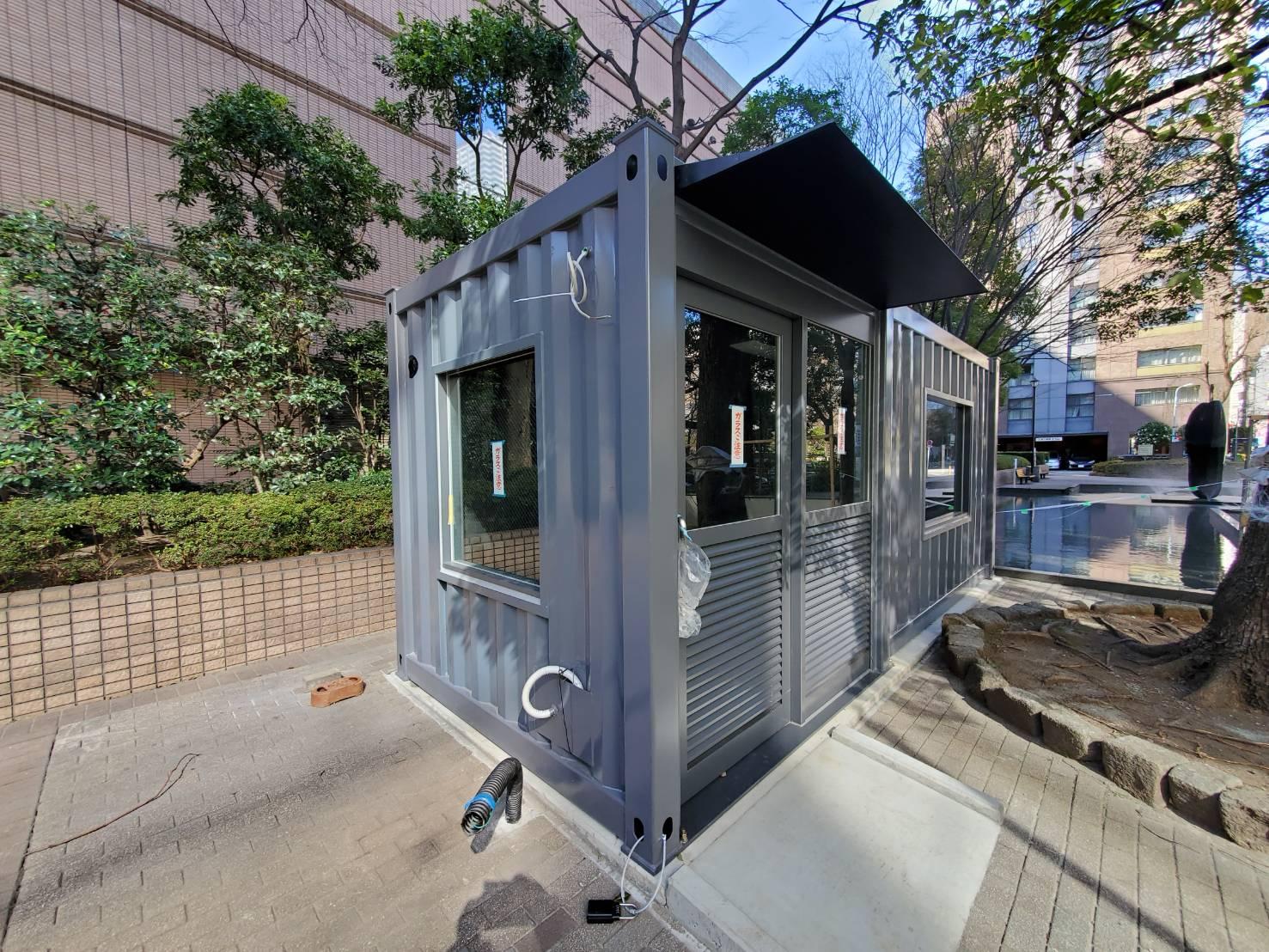 コンテナ向けスチールサッシ 東京都東京都中央区コンテナ喫煙所