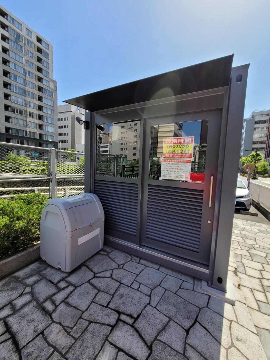 スチール製半自動ドアFIX|東京都中央区区役所前コンテナ喫煙所